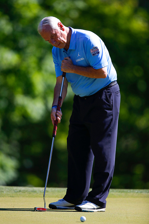North Carolina head basketball coach Roy Williams putts during the Chick-fil-A Peach Bowl Challenge at the Ritz Carlton Reynolds, Lake Oconee, on Monday, April 30, 2019, in Greensboro, GA. (Paul Abell via Abell Images for Chick-fil-A Peach Bowl Challenge)