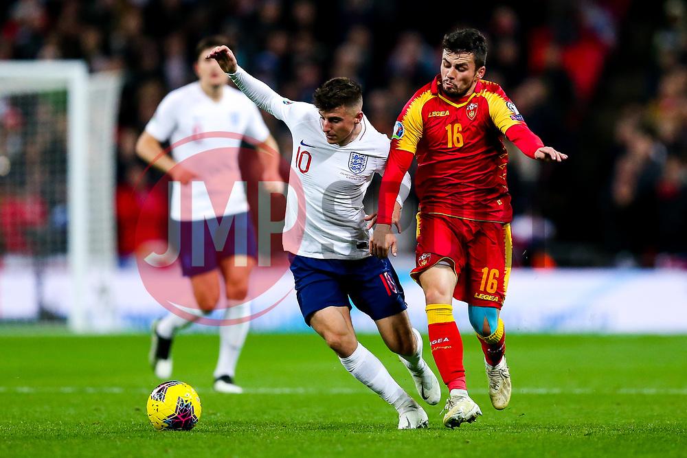 Mason Mount of England is challenged by Vladimir Jovovic of Montenegro - Rogan/JMP - 14/11/2019 - FOOTBALL - Wembley Stadium - London, England - England v Montenegro - UEFA Euro 2020 Qualifiers.