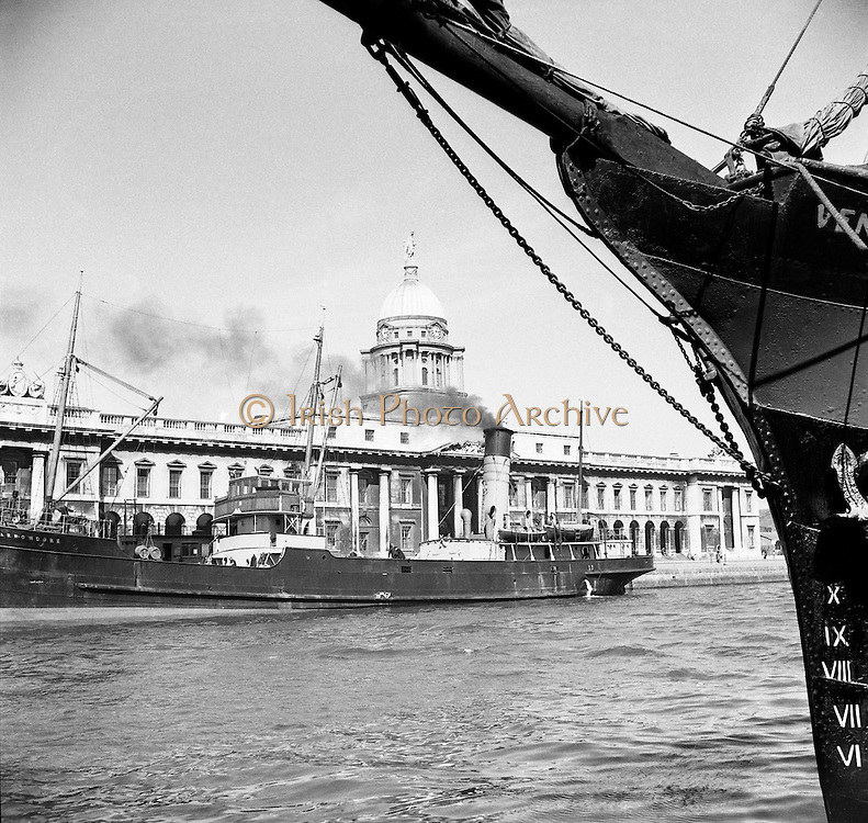 Views of Custom House, Dublin.04/07/1953  ships on the liffey