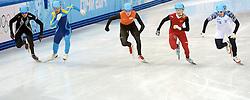 21-02-2014 SHORTTRACK: OLYMPIC GAMES: SOTSJI<br /> Grote teleurstelling bij de mannen op de relay. In de eerste bocht ging Nederland al onderuit / De start van Freek van der Wart die samen met de Chinees Dajing Wu in de eerste bocht onderuit ging<br /> ©2014-FotoHoogendoorn.nl