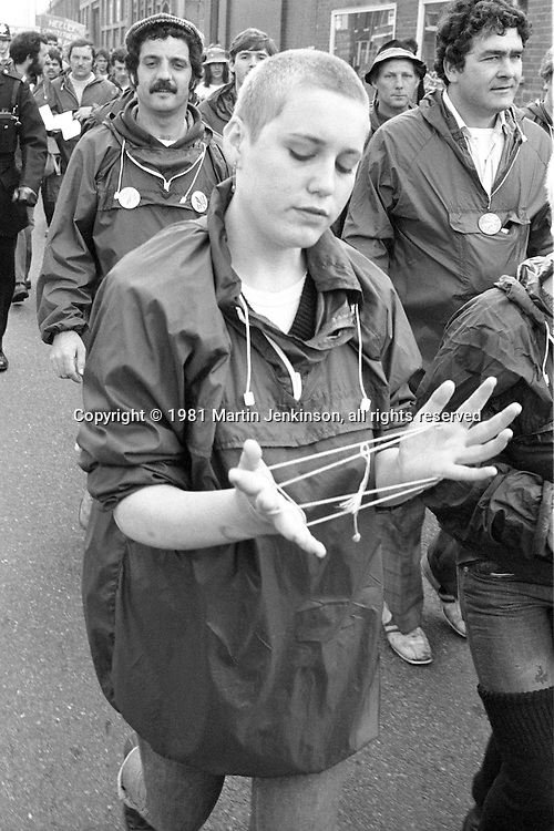 People's March for Jobs leaving Sheffield. 11/05/1981