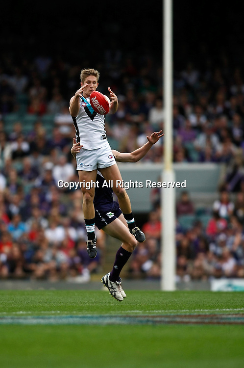 13.05.2012 Subiaco, Australia. Fremantle v Port Adelaide. Hamish Hartlett attempts to mark during the Round 7 game played at Patersons Stadium.