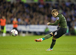 READING, ENGLAND - Tuesday, September 22, 2015: Everton's Gerard Deulofeu scores the winning second goal against from a free-kick against Reading during the Football League Cup 3rd Round match at the Madejski Stadium. (Pic by David Rawcliffe/Propaganda)