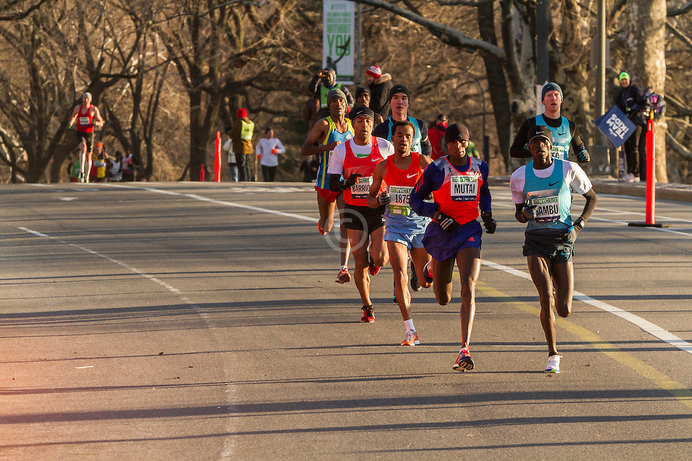 lead pack of elite men in Central Park, Sambu, Mutai