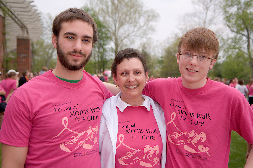 18211Mom's Weekend 2007 : Walk for a Cure..Left to right:..Mike Shechter (roomate), Bobbie Nolan(mom of conner),Connor Nolan