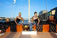 AMSTERDAM - Twee eeuwen na de oorspronkelijke wereldreis van whiskymaker en pionier Johnnie Walker vaart het luxe The Voyager jacht dezelfde epische oceaanroute. Na Azië, en beroemde Europese havens als Cannes, Monte Carlo, Athene, Portofino en Barcelona komt het jacht nu naar Amsterdam. FOTO LEVIN DEN BOER - PERSFOTO.NU