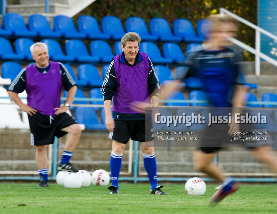 Roy Hodgson, Jyrki Heliskoski.&amp;#xA;Suomen A-maajoukkueen harjoitukset 5.10.2006.&amp;#xA;Pjunik Jerevanin harjoituskeskus, Armenia.&amp;#xA;Photo: Jussi Eskola<br />
