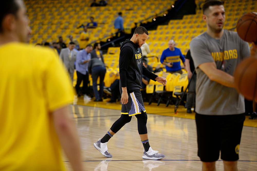 Golden State Warriors guard Stephen Curry (30) warms up before the start of Game 2 of the NBA Western Conference semifinals between the Golden State Warriors and New Orleans Pelicans at Oracle Arena, Tuesday, May 1, 2018, in Oakland, Calif.
