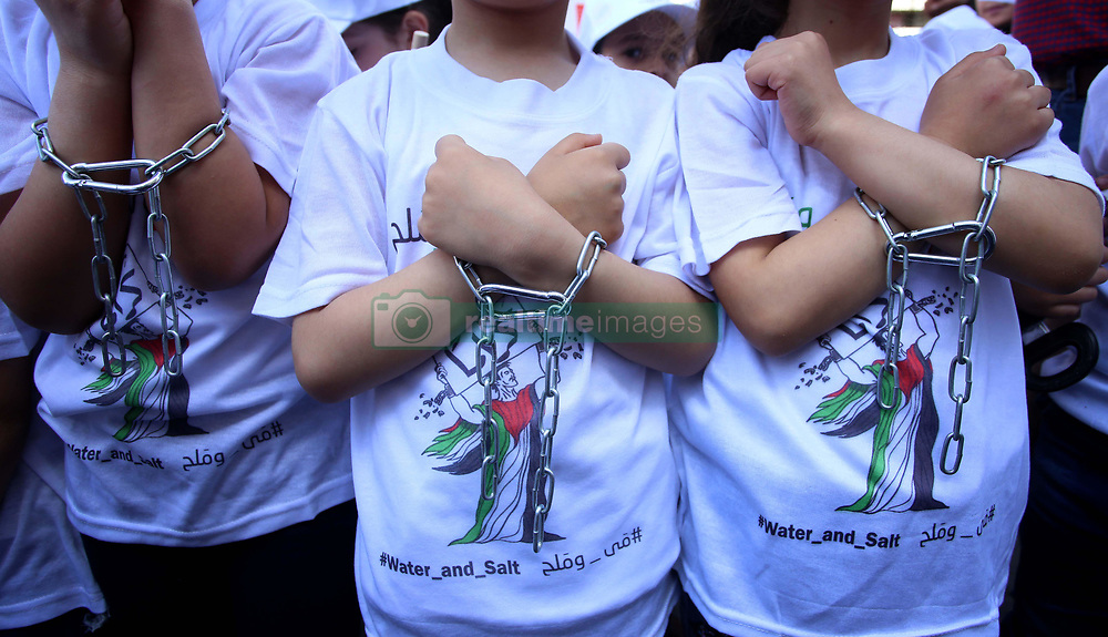 May 4, 2017 - Nablus, West Bank - Palestinian children take part in a protest to show solidarity with Palestinian prisoners on hunger strike in Israeli jails, in the West Bank city of Nablus. (Credit Image: © Ayman Ameen/APA Images via ZUMA Wire)