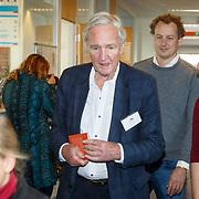 NLD/de Meern/20151009 - Voorleesactie prinses Laurentien + Jan Terlouw boek 'Kapsones', Jan Terlouw