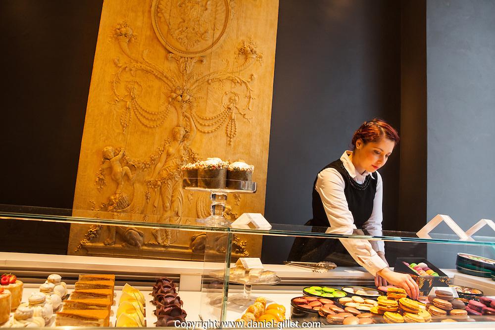 Pouchkine, Patisserie de renom et haut de gamme, Paris.