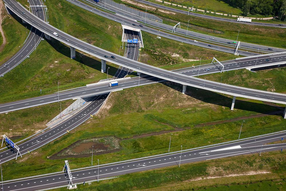 Nederland, Noord-Brabant, Eindhoven, 27-05-2013; Randweg Eindhoven. Knooppunt De Hogt, verkeersknooppunt, aansluiting autosnelweg A2 en autoweg N2 op de A67. Detail van de kenmerkende de fly-overs. <br /> View on traffic junction De Hogt near Eindhoven, A67 connecting one of the main motorways of the Netherlands: A2 . luchtfoto (toeslag op standard tarieven);<br /> aerial photo (additional fee required);<br /> copyright foto/photo Siebe Swart.