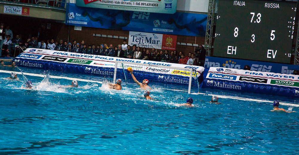 Momenti della partita Italia - Russia della quinta giornata di World League di pallanuoto.