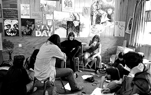 715/4-3 (25)...  Students gather in a study lounge to discuss the Vietnam War.