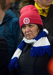 15.02.2014, Etihad Stadion, Manchester, ESP, FA Cup, Manchester City vs FC Chelsea, Achtelfinale, im Bild An unhappy Chelsea supporter looks dejected as her side go 2-0 down to Manchester City // during the English FA Cup Round of last 16 Match between Manchester City and FC Chelsea at the Etihad Stadion in Manchester, Great Britain on 2014/02/15. EXPA Pictures © 2014, PhotoCredit: EXPA/ Propagandaphoto/ David Rawcliffe<br /> <br /> *****ATTENTION - OUT of ENG, GBR*****