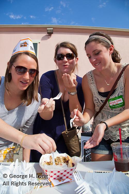 Po-boy lovers chow down at the Oak Street Po-Boy Festival