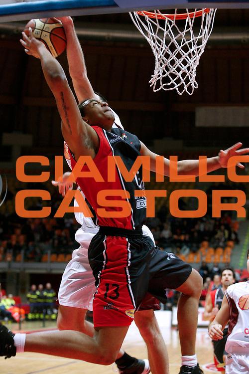 DESCRIZIONE : Livorno Lega A2 2008-09 Livorno Basket Rimini Crabs<br /> GIOCATORE : McCray Chris <br /> SQUADRA : Basket Rimini Crabs<br /> EVENTO : Campionato Lega A2 2008-2009<br /> GARA : Livorno Basket Rimini Crabs<br /> DATA : 04/01/2009<br /> CATEGORIA : Tiro<br /> SPORT : Pallacanestro<br /> AUTORE : Agenzia Ciamillo-Castoria/Stefano D'Errico<br /> Galleria : Lega Basket A2 2008-2009 <br /> Fotonotizia : Livorno Lega A2 2008-2008 Livorno Basket Rimini Crabs<br /> Predefinita :