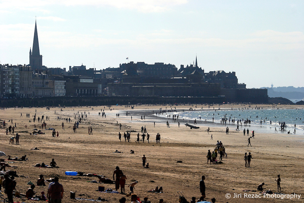 FRANCE ST MALO 28AUG05 - People sunbathe on Saint Malo's beach during a sunny day...jre/Photo by Jiri Rezac..© Jiri Rezac 2005..Contact: +44 (0) 7050 110 417.Mobile:  +44 (0) 7801 337 683.Office:  +44 (0) 20 8968 9635..Email:   jiri@jirirezac.com.Web:     www.jirirezac.com..© All images Jiri Rezac 2005 - All rights reserved.