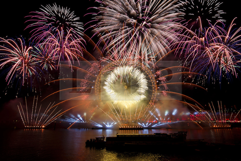© Licensed to London News Pictures. 01/01/2016. London, UK. The Mayor of London's New Year firework display takes place in Westminster, London on January 1, 2016. Photo credit: Tolga Akmen/LNP