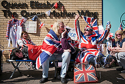 25/04/2015. Royal fans wait outside the Lindo Wing of St Mary's hospital in Padding, where The Duchess is due to give birth. Photo credit: Ben Cawthra