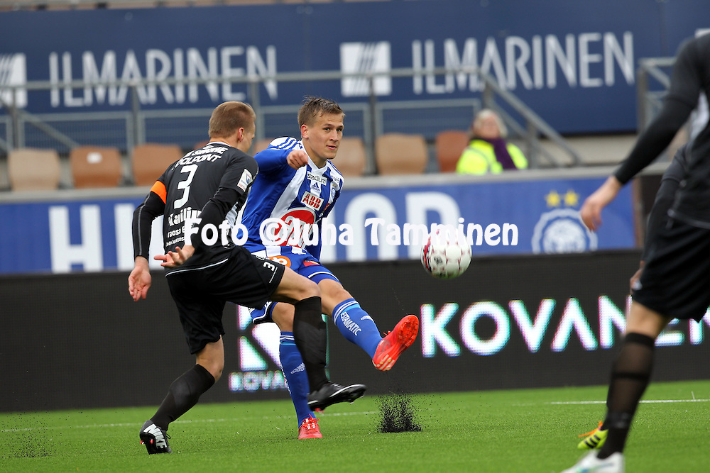 19.4.2015, Sonera stadion, Helsinki.<br /> Veikkausliiga 2015.<br /> Helsingin Jalkapalloklubi - FC Lahti..<br /> Robin Lod (HJK( v Mikko Hauhia (FC Lahti).