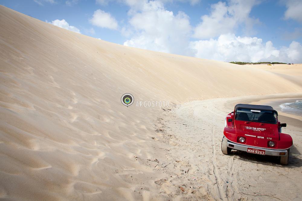 Bugre em Praia do Genipabu./ Buggy in Genipabu Beach. Rio Grande do Norte, Brasil - 2013