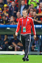 LILLE, FRANCE - Friday, July 1, 2016: Wales' Gareth Bale walks onto the pitch before the UEFA Euro 2016 Championship Quarter-Final match against Belgium at the Stade Pierre Mauroy. (Pic by David Rawcliffe/Propaganda)