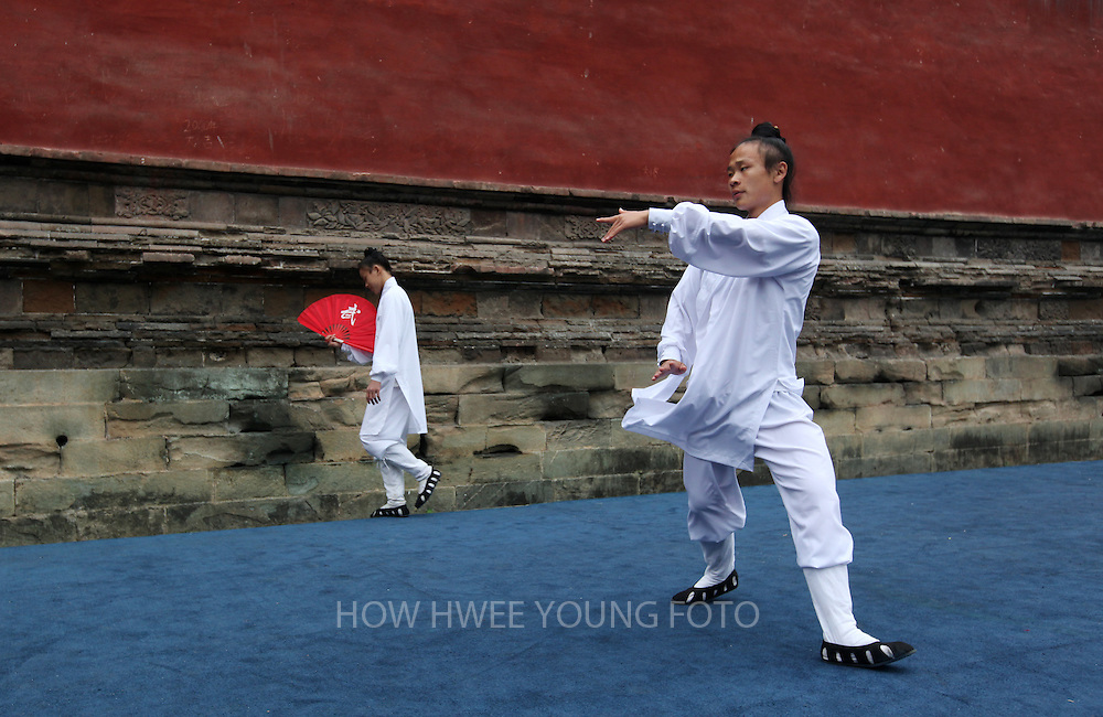 epa02424448 (01/16) Chinese Wudang Wushu or martial arts disciples practice their moves before a martial arts performance in Carefree Valley of Wudang Mountain in Hubei Province, Central China, 18 October 2010. Wudang Mountain is regarded as the birth place of Wudang Wushu, an important school of Chinese martial arts that effectively combined Taoist theory with kungfu moves. It is noted for its exercise of the internal organs and breathing techniques to develop 'Qi' (internal energy or air flowing through living beings), and its various styles, Taiji boxing, Liangyi swordplay, Wudang swordplay, Xingyi boxing and Baguazhang are renown and practised widely throughout the world.  EPA/HOW HWEE YOUNG