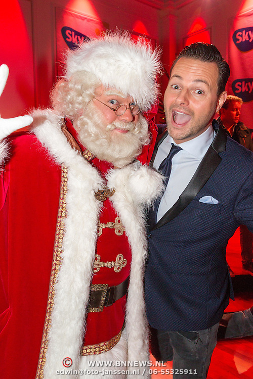 NLD/Hilversum/20151207- Sky Radio's Christmas Tree for Charity, Fred van Leer en de kerstman