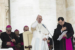 September 21, 2016 - Vatican City, Vatican - Pope Francis delivers his blessing as he celebrates his Weekly General Audience in St. Peter's Square in Vatican City, Vatican on September 21, 2016. (Credit Image: © Giuseppe Ciccia/Pacific Press via ZUMA Wire)