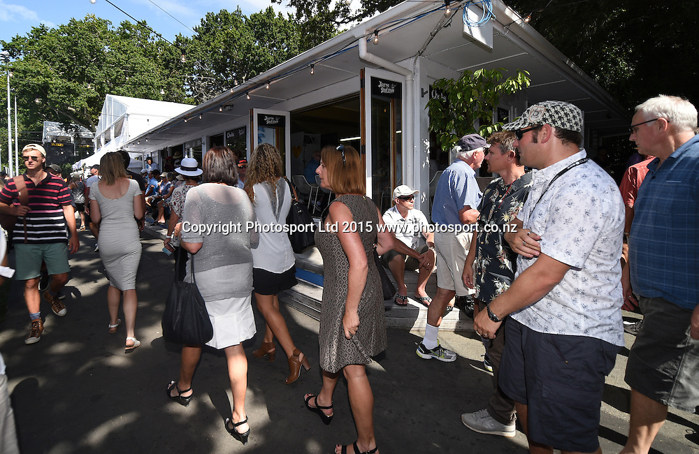 Tennis fans enjoy the food and beverages during Semi Finals day at the ASB Classic WTA International. ASB Tennis Centre, Auckland, New Zealand. Friday 9 January 2015. Copyright photo: Andrew Cornaga/www.photosport.co.nz