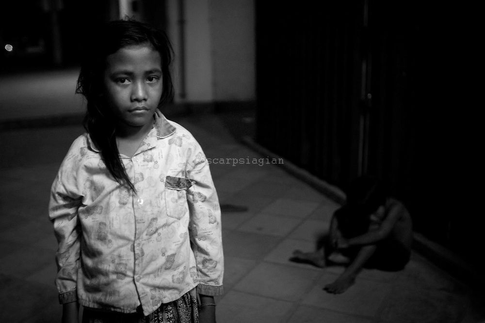 1,500 children live and work on the streets in siem reap they faced alot of risk  in siem reap just like Child Rights abuses, HIV/AIDS, exploitation including sexual abuse, drug and alcohol issues.Urban poverty forces many children to work in order to supplement the family's income.All these factors have lead to increased urban migration and therefore an increase in the population of street living children, street working children and street living families. lost in live is profile when they work at night, how they feeling when they should be in their house at night and study. ..