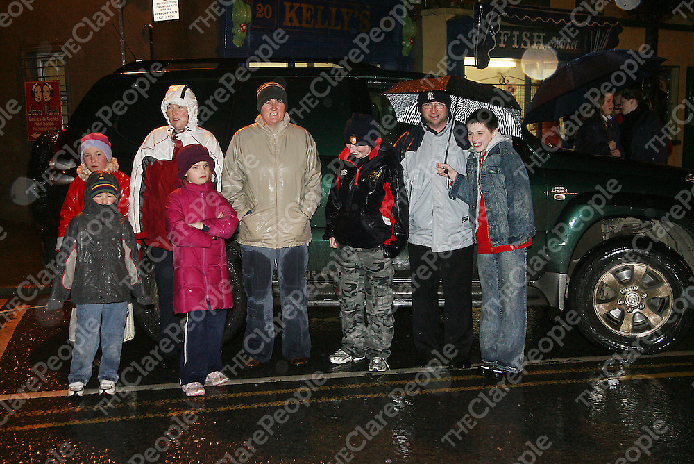 The rain didn't stop people coming out to the annual switching on of the Christmas lights in Ennis on Thursday evening.<br /><br /><br /><br />Photograph by Yvonne Vaughan.