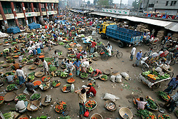 BANGLADESH DHAKA KAWRAN BAZAAR 27FEB05 - General view of the bustling activity at Kawran Bazaar vegetable market in the early morning hours. The Bazaar has been in the Tejgaon area for at least 30 years and is one of the largest markets in Dhaka city...jre/Photo by Jiri Rezac ..© Jiri Rezac 2005..Contact: +44 (0) 7050 110 417.Mobile:  +44 (0) 7801 337 683.Office:  +44 (0) 20 8968 9635..Email:   jiri@jirirezac.com.Web:    www.jirirezac.com..© All images Jiri Rezac 2005- All rights reserved.