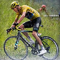 Frankrijk, Andorra Arcalis, 10-07-2016<br /> Wielrennen, Tour de France, 9e etappe.<br /> Van Vielha Val D&rsquo;Aran naar Andorra Arcalis.<br /> Chris Froome tijdens de beklimming van de Andorra Arcalis in de stromende regen en de dikke hagelstenen.<br /> Foto: Klaas Jan van der Weij