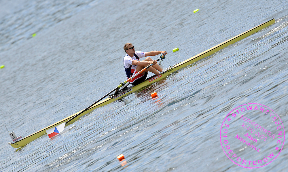 ONDREJ SYNEK (CZECH REPUBLIC) COMPETES IN MEN'S SINGLE SCULLS DURING REGATTA WORLD ROWING CHAMPIONSHIPS ON KARAPIRO LAKE IN NEW ZEALAND...NEW ZEALAND , KARAPIRO , NOVEMBER 04, 2010..( PHOTO BY ADAM NURKIEWICZ / MEDIASPORT )..PICTURE ALSO AVAIBLE IN RAW OR TIFF FORMAT ON SPECIAL REQUEST.