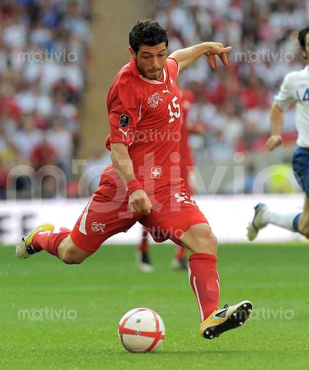 FUSSBALL INTERNATIONAL  EM 2012-Qualifikation  Gruppe A  04.06.2011 England - Schweiz  Blerim Dzemaili (Schweiz)