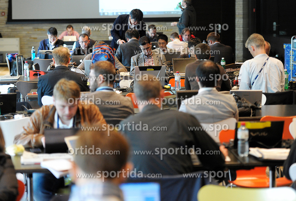 25.09.2015, FIFA Hauptquartier, Zuerich, SUI, Sitzung des FIFA Exekutivkomitees, absage der Pressekonferenz, im Bild Jurnalisten im Mediacenter des FIFA Hauptquartier, eine angek&uuml;ndigte Pressekonferenz nach der Sitzung des FIFA Exekutivkomitees wurde abgesagt // Journalists work in the media room next the FIFA headquarters in Zurich. A scheduled press conference following the FIFA Executive Committee meeting was cancelled today during FIFA Executive Committee Meeting at the FIFA Hauptquartier in Zuerich, Switzerland on 2015/09/25. EXPA Pictures &copy; 2015, PhotoCredit: EXPA/ Freshfocus/ Steffen Schmidt<br /> <br /> *****ATTENTION - for AUT, SLO, CRO, SRB, BIH, MAZ only*****