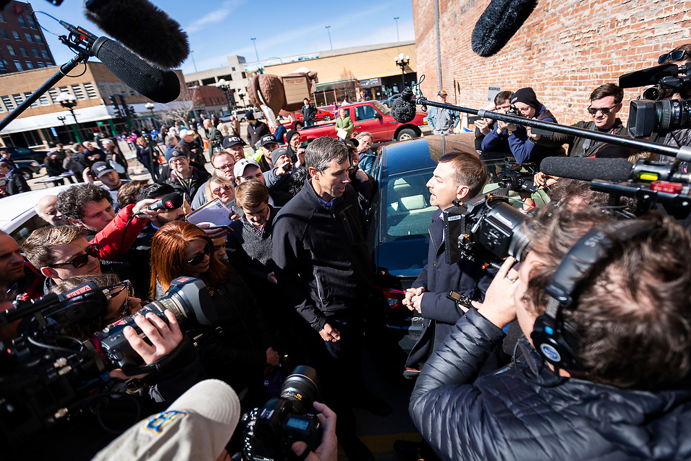 Democratic 2020 presidential candidate Beto O'Rourke, 46, speaks with CNN correspondent Chuck Todd during a three day road trip across Iowa, in Waterloo, Iowa, U.S., March 16, 2019.  REUTERS/Ben Brewer