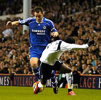 Photo: Ed Godden.<br /> Tottenham Hotspur v Chelsea. The Barclays Premiership. 05/11/2006. Chelsea's Frank Lampard (L) advances forward.