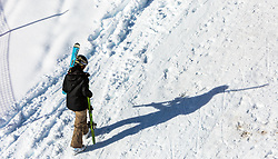 THEMENBILD - eine Skifahrerin trägt ihre Skier und wirft einen schatten auf den Schnee, aufgenommen am 06. Februar 2016, Saalbach, Österreich // a skier carries the skis and casts a shadow on the snow in Saalbach, Austria on 2016/02/06. EXPA Pictures © 2016, PhotoCredit: EXPA/ JFK