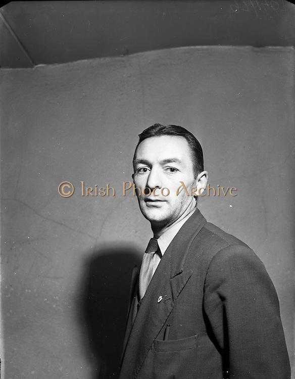 10/12/1952<br /> 12/10/1952<br /> 10 December 1952<br /> Sean Jordan at Billiard Saloon, possibly on Abbey Street, Dublin.