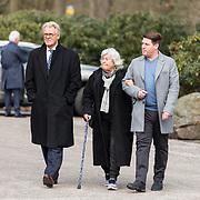 NLD/Leusden/20180306 - Uitvaart Mies Bouwman, Jeroen Krabbe met partner Herma en zoon Martijn Krabbe