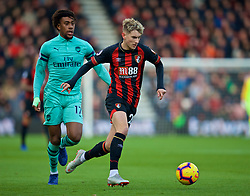 BOURNEMOUTH, ENGLAND - Sunday, November 25, 2018: AFC Bournemouth's David Brooks (R) and Arsenal's Alex Iwobi during the FA Premier League match between AFC Bournemouth and Arsenal FC at the Vitality Stadium. (Pic by David Rawcliffe/Propaganda)