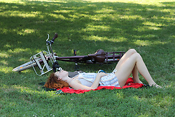 Italy, Milan -  July 31, 2018.Italy's summer heat wave..Young woman in a park (Credit Image: © Alberico/Fotogramma/Ropi via ZUMA Press)