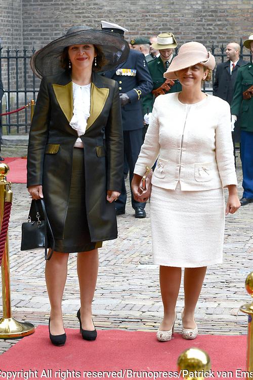 Prinsjesdag 2013 - Aankomst Parlementari&euml;rs bij de Ridderzaal op het Binnenhof.<br /> <br /> Op de foto:  Edith Schippers - Minister van Volksgezondheid, Welzijn en Sport
