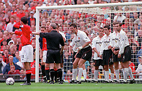 Niall Quinn (Sunderland) argues with referee N Barry which results in the free kick being brought foward 10 yards. Ryan Giggs (Man Utd) stands over the ball. Manchester United v Sunderland. FA Premiership, 9/9/00. Credit Colorsport / Nick Kidd.