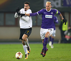 07.12.2017, Ernst Happel Stadion, Wien, AUT, UEFA EL, FK Austria Wien vs AEK Athen, Gruppe D, im Bild Lazaros Christodoulopoulos (AEK Athens) und Raphael Holzhauser (FK Austria Wien) // during a UEFA Europa League group D match between FK Austria Vienna and AEK Athens at the Ernst Happel Stadion, Vienna, Austria on 2017/12/07. EXPA Pictures © 2017, PhotoCredit: EXPA/ Thomas Haumer
