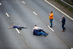 © Licensed to London News Pictures. 19/09/2017. HANSLOPE, UK.  General view of the closed carriageway of the M1 near Hanslope between junctions 15 and 14. The road has been closed since 7:30am this morning, trapping hundreds of people, as the police deal with a suspicious item found under a bridge. The location is very near to Hanslope Park, home to Her Majesty's Government Communication Office (HMGCC0, part of FCO.  Photo credit: Cliff Hide/LNP