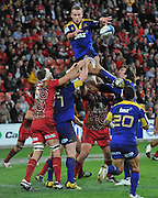 Jarred Hoeata wins the line out for the Highlanders during the Super 15 Rugby (Round 17) fixture between the Queensland Reds and the Otago Highlanders played at Suncorp Stadium (Brisbane) on Friday 6th July 2012 ~ Reds (19) defeated the Highlanders (13) ~ Editorial Use only in accordance with QRU Terms & Conditions ~ Photo Credit Required : Steven Hight (AURA Images/Photosport NZ)